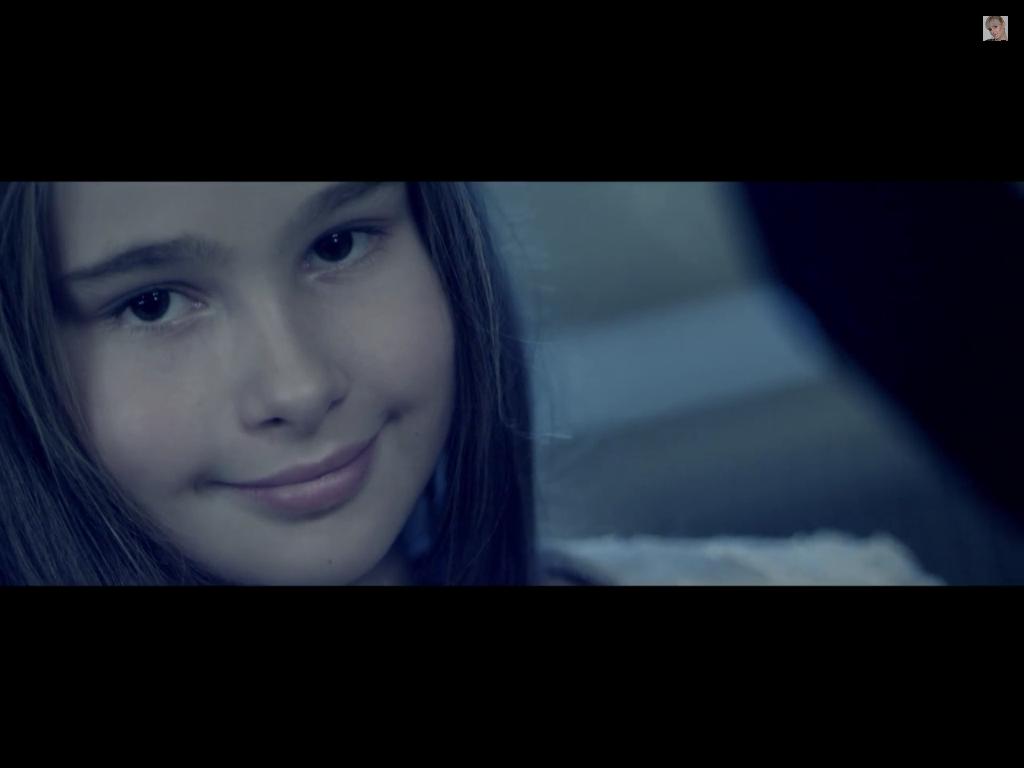 В клипе Натали «Платье на бретелях» Октябрь 2014